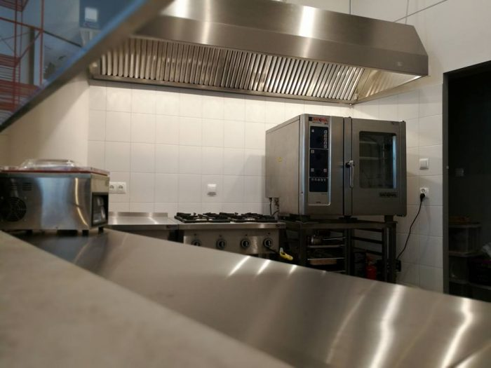 Wyposażenie lokalu w kuchni elektrogazowej w Białymstoku