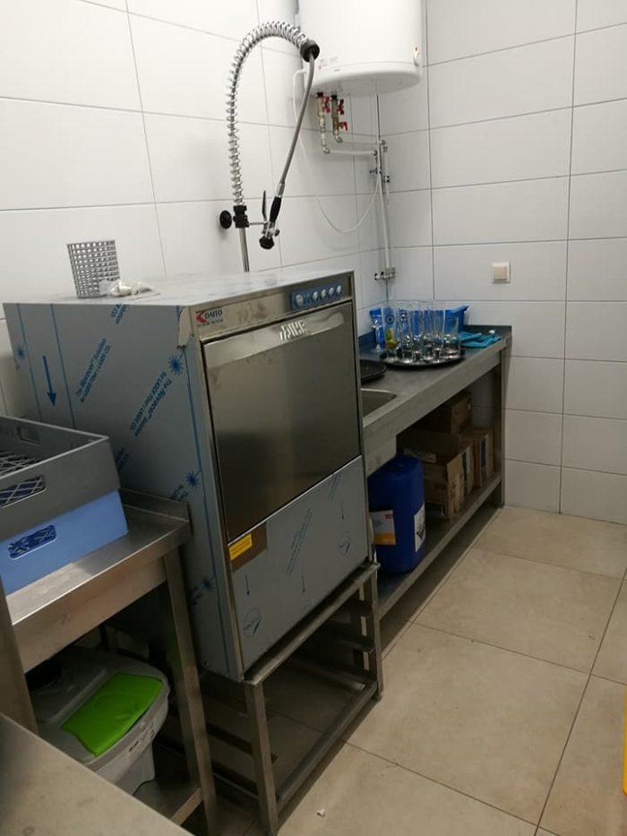 Pojedyncza szafa chłodnicza w lokalu w Białymstoku