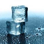 Kostki lodu z urządzeń chłodniczych do gastronomii